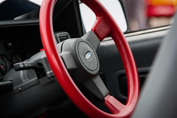 段子成真!男子驾考紧张两次把安全带系副驾驶 投诉安全