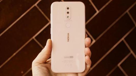 诺基亚4.2评测预算上的高级和紧凑型Android One手机