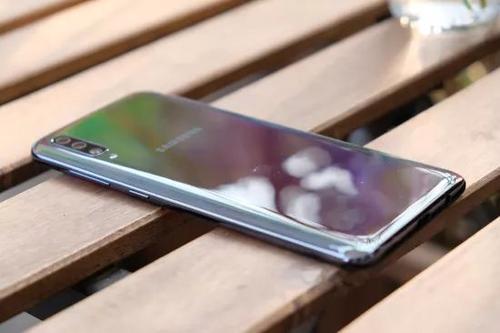 小米Redmi 7评论:好看长电池寿命和不错的相机使它成为一个很好的交易