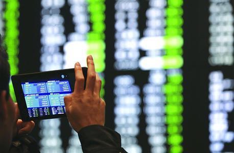 全球股市人民币随着中美贸易战的加深而下降