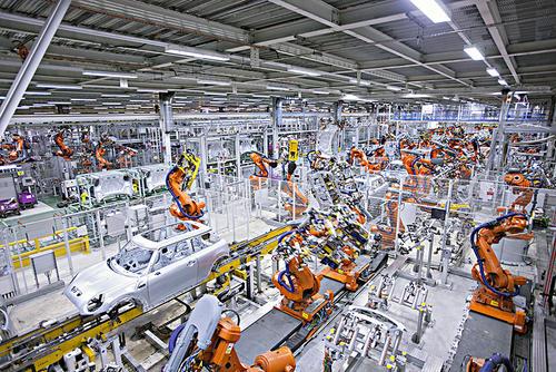 英国脱欧汽车厂停工后英国经济在4月份下滑