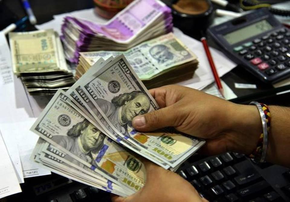 在早盘交易中 卢比兑美元下跌10至69.14