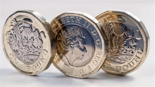 由于英国央行削减增长预测 英镑下跌至30个月低位
