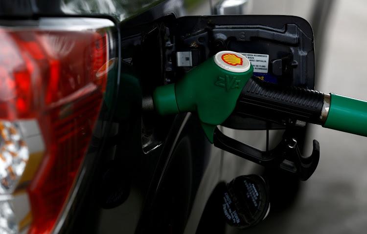 随着兰特滑坡 驾驶者应该支持燃油价格上涨