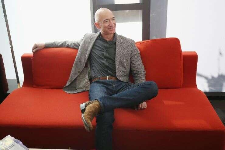 新的文件显示亚马逊首席执行官杰夫贝索斯上周已售出约28亿美元的股票