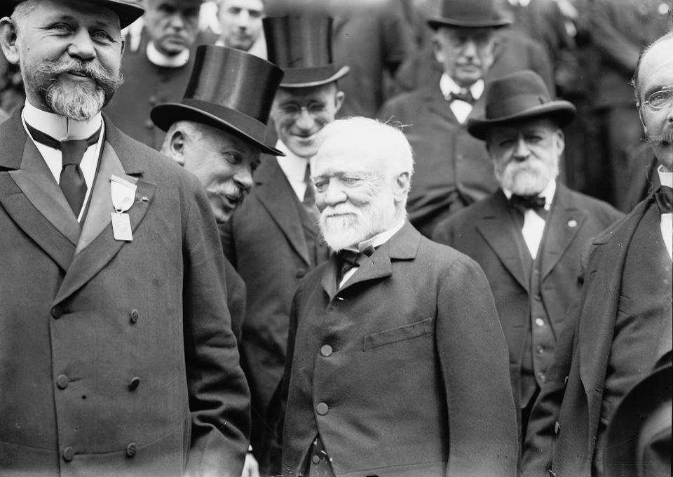 100年前世界上最伟大的慈善家今天死了 现代百万富翁应该从安德鲁卡内基那里学到什么