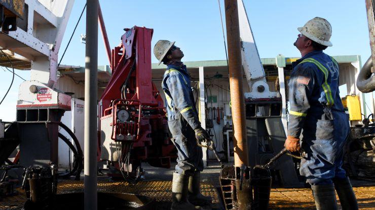 尽管担心全球经济衰退 但石油价格上涨0.8%