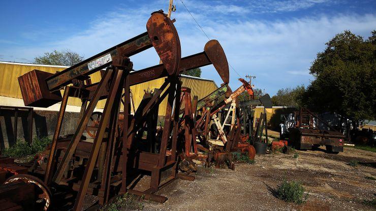 由于数据显示美国库存意外攀升 油价下跌