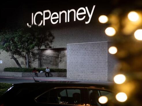 JC Penney报告第二季度业绩好坏 因销售额下滑速度超过预期