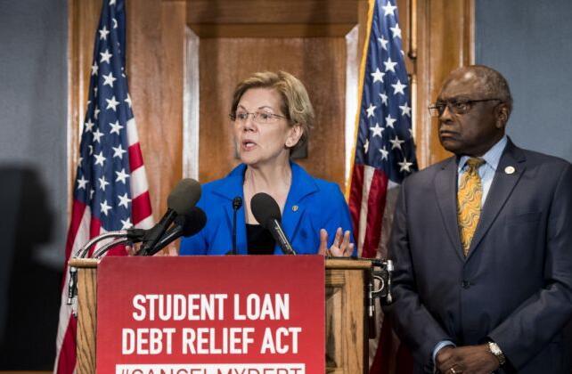 伊丽莎白沃伦称学生贷款聘请 面无表情