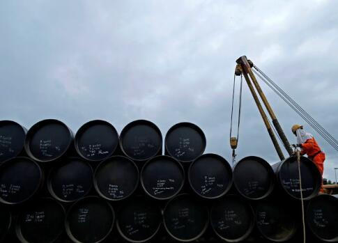 布伦特油价下跌 而WTI期货因美国股市下跌而上涨