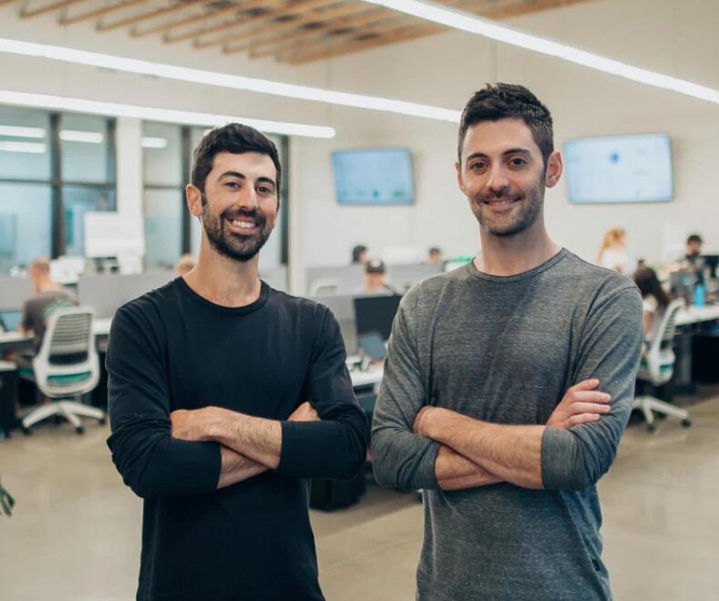 这些兄弟刚为他们的创业公司Dutchie筹集了1500万美元 这是一种Shopify for cannabis药房