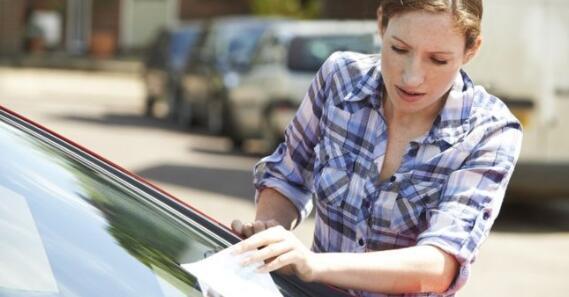 执达主任更多地追逐未付的停车罚款