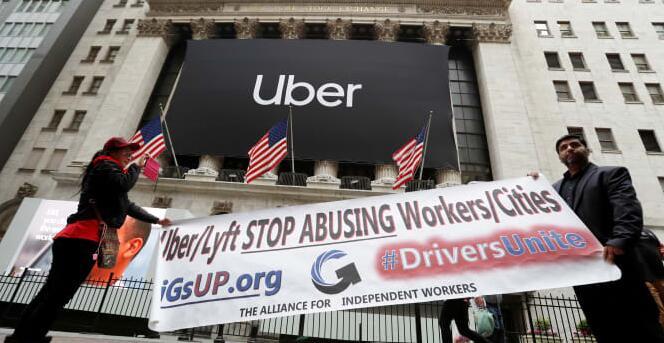 优步司机阻止曼哈顿的交通 抗议低工资和恶劣的工作条件