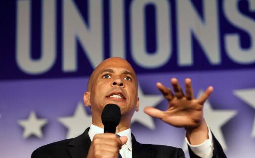 审查民主党候选人的税收计划