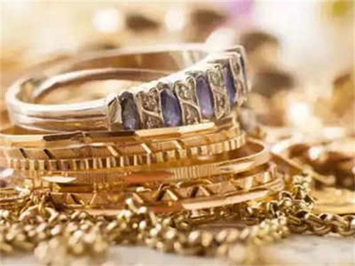 黄金和白银在Dhanteras的销售下降