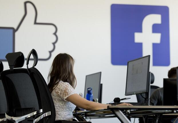 世界领先的社交媒体中心正在受到抨击但增长仍是推动因素