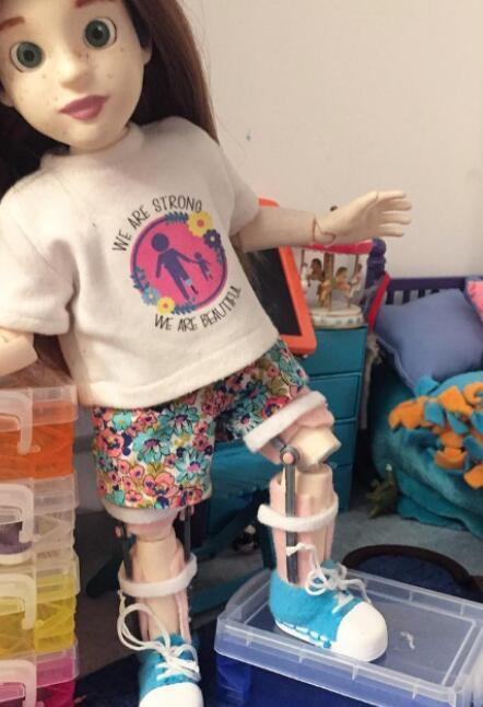 使用3D打印机为有假肢的孩子制作玩偶
