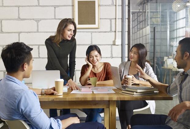 每5名美国员工中有3名受到见证或经历过歧视