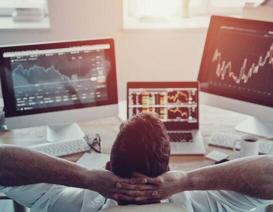 这位顶级华尔街专业人士正在购买的3只股票