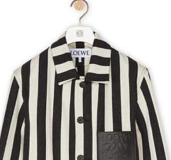 奢侈时尚品牌Loewe穿着类似于集中营校服的服装