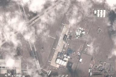 数百架未交付的737 MAX飞机的卫星照片强调了波音公司未来的工作量