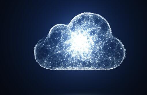 对软件的强劲需求将在未来几年为微软提供帮助 而IBM则向一家大型银行出售混合云服务