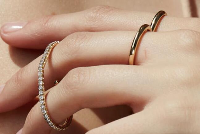 Net-A-Porter最终获得名人认可的珠宝品牌KATKIM