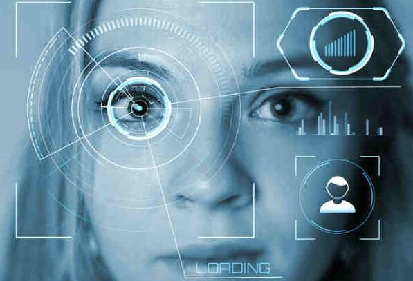 创业公司Mojo展示了智能隐形眼镜