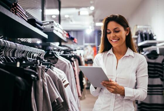 第四季度销售数据显示城市服装零售商的股价上涨6%
