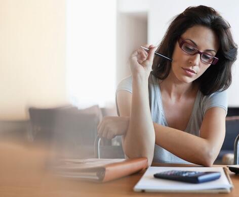 收入不正常的5个提示 即使没有稳定的薪水仍然可以按预算生活