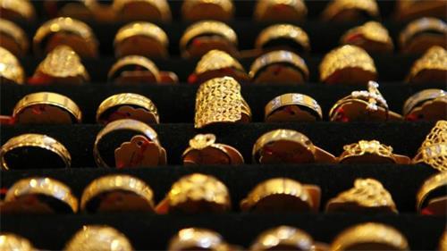 黄金价格稳定在每10克40,780卢比 白银上涨每千克110卢比