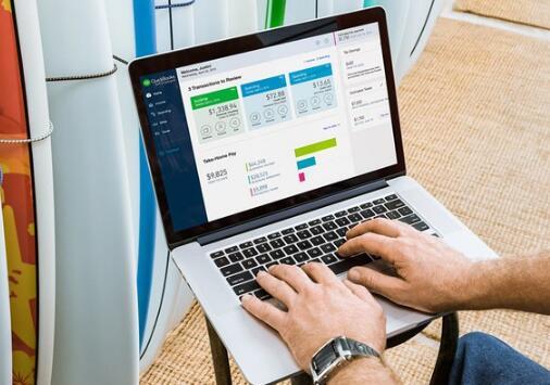 Intuit宣布强劲的第二季度业绩和一项重大收购