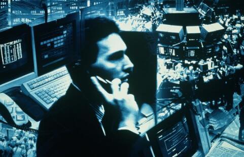 两位国际金融交易所的经理们都做得不错但其中一个人面临重大风险