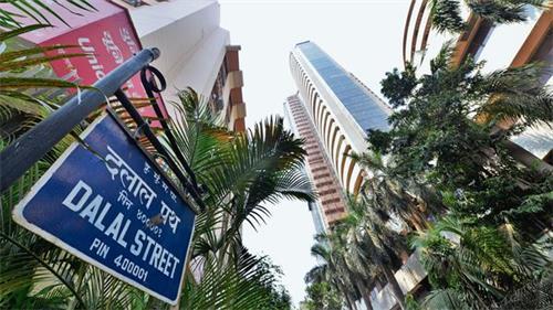 Sensex的坦克超过了1000点 Nifty低于11,300