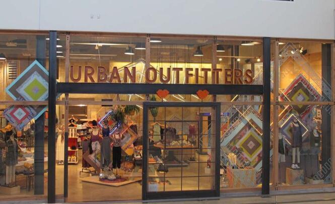 城市户外用品零售商今天在沉没