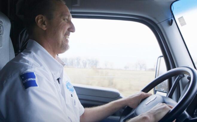 沃尔玛雇用500多名卡车司机来应对在线销售增长