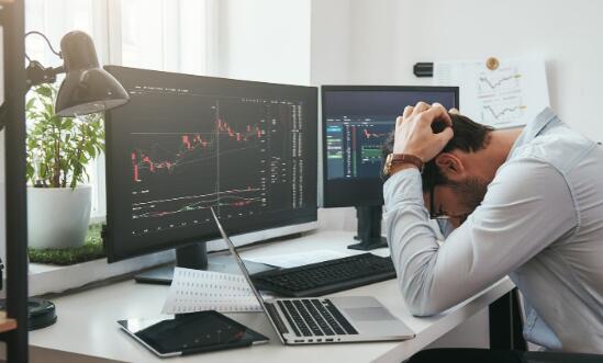 由于市场对大流行病的担忧而大幅下跌最大的科技股走低
