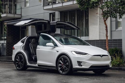 这家电动汽车制造商的股价已从历史高点下跌了50%以上