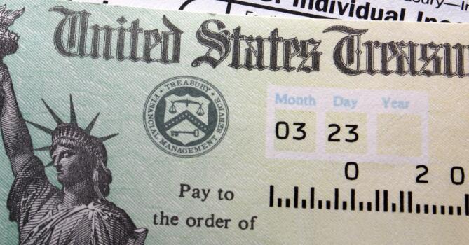 一项将现金直接汇给美国人的两党法案旨在减轻许多人的经济负担