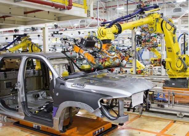 菲亚特克莱斯勒汽车公司制造用于当前局势工作的口罩