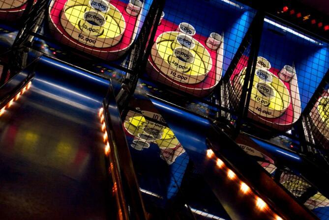 戴夫和克斯特的娱乐股票周一暴跌16.3%