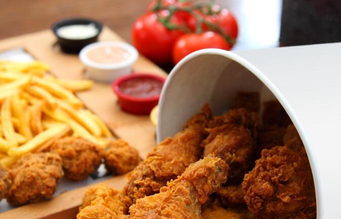 好吃品牌的肯德基连锁店将捐赠一百万只鸡用于当前局势救助