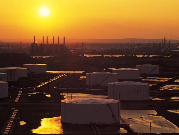 不断上涨的油价迫使美国生产者采取大举行动来生存