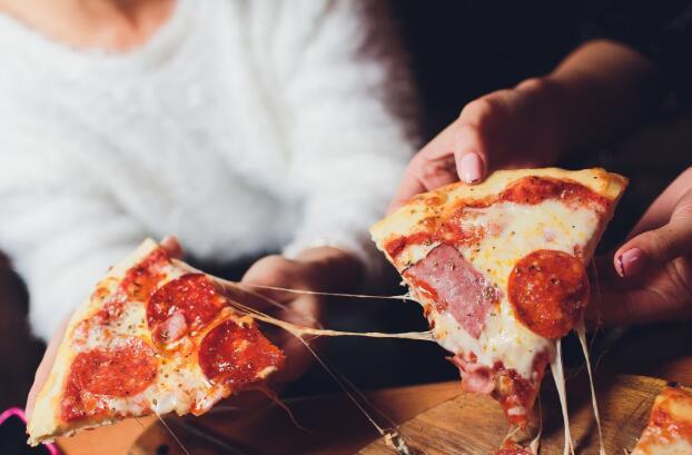 比萨连锁店最近几周的销售增长加快了