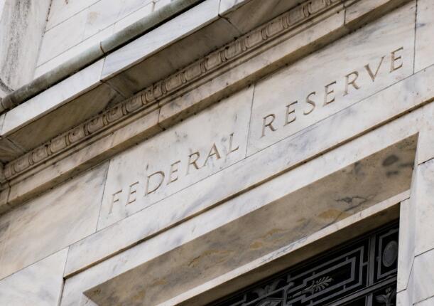 美联储将利率维持在零附近并承诺在需要时做更多