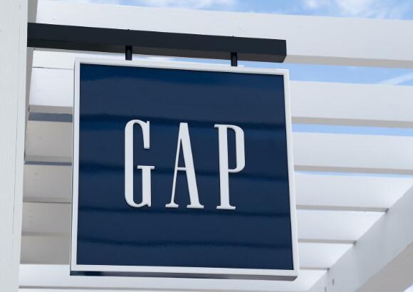 差距和其他零售商的库存今天上升