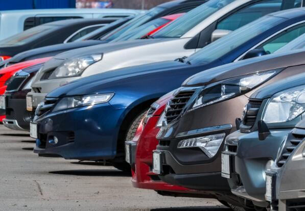 包括即将到来的假期在内的许多事态发展可能会使汽车库存增加