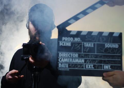 加利福尼亚州州长想重新开始影视制作但好莱坞播放器尚未准备好