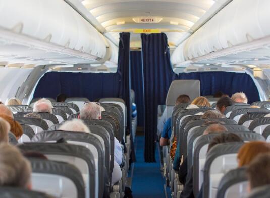 波音和空中客车公司都在研究飞机上的当前局势风险